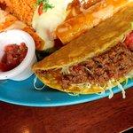 エルトリート - EL TORITO 西葛西店 牛挽肉タコスとサルサソース