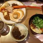 龍宮城スパホテル三日月 - 汁無しの担々麺、ブルーベリーカレー、その他いろいろ