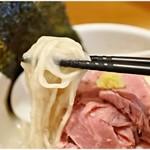 真鯛らーめん 麺魚 - 麺にスープが絡みまくり♪