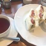 いたがき - フルーツサンドハーフ紅茶