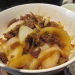 91327941 - メインの黒豚タレ焼き丼は豚肉の脂が落ちてカリっとした食感が出るまでタレで煮込んだ美味しい丼。                                              濃い味が好きな私にはピッタリの一品でした。