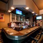 レトロ肉バル 炙りやん - 1階 カウンター8席