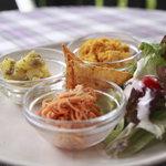 チェルシーズガーデンカフェ - 料理写真:パスタセットの前菜の有機野菜のサラダ