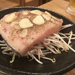 海鮮もんじゃ もすけ - カジキマグロのガーリックステーキ:デカっ!