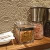 石倉家 - 料理写真:ピンク岩塩と、黒コショウと、ガーリックチップ