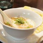 チョップスティックス - ゆでキャベツの絶品ベトナム玉子タレ(350円)★軽くゆでたキャベツに添えてあるのは温泉玉子を使ったタレ。