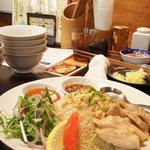 チョップスティックス - 海南チキンライス(680円)♪生姜の効いたライスに、柔らかく蒸された鶏肉がたっぷり★