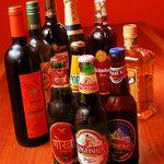 マナカマナ - インドビールや「ヒマラヤの天然水」使用のネパールビールはカレーにぴったり★国際ラムフェスティバル金賞受賞の「ククリラム」は納得の味★