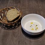 91343210 - タマネギのスープ、パン