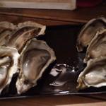 五坪 - 生牡蠣と焼き牡蠣