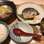 91351068 - 肉豆腐と鯖の塩焼き定食(980円)