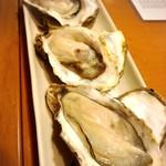 ダイニング ハルコマ - 牡蠣三種盛り