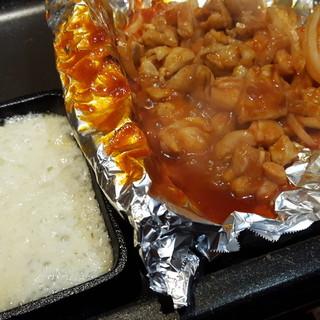 『チーズタッカルビ』や『チヂミ』など本格韓国料理をご用意◎