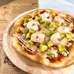 和伊んの杜  - 海老とアボカドのピザ