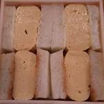 Matsushou - 料亭のだし巻き玉子サンドイッチ(上2つが山葵入り)