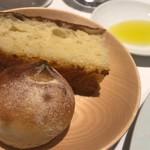 サンタキアラ - じゃがいものフォカッチャ、酒粕を練りこんだパン
