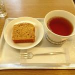 91355778 - キャロットケーキと紅茶
