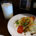 ミルチ - Aセットのサラダ&ラッシー