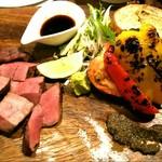 炭火イタリアン Azzurro520 - 国産牛ハツの炭火焼き180g1280円(にんにく醤油)とグリル野菜盛合せ6種類780円(4種類580円)