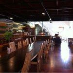 ウッドスタイルカフェ - 奥に見えるのがピザ釜です