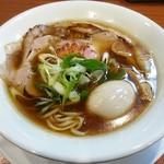 らーめん 四恩 - 【鶏だし醤油 味玉子入り】¥830