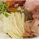 中華そば 満鶏軒 - 丈夫なコシを持った麺。
