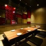 デザイナーズ個室 九州小町 - 掘り炬燵 移動式のテーブルで、1列最大20名様まで可能