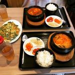 まかないキッチン - 純豆腐(キムチチゲ)セット 790円  チヂミ 550円