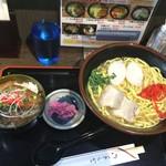 べにはま - 沖縄そばと三枚肉丼ハーフセット 沖縄そば中盛