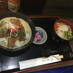 べにはま - 沖縄そばハーフと三枚肉丼のセット