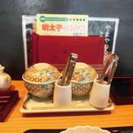 91388238 - テーブルの処に置かれた、明太子と高菜の器