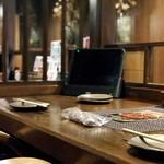 塊肉ステーキ&ワイン Gravy'sFactory - カップルカウンター 2名席