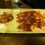 焼肉 まる喜 - 左から、タンカルビ、ハツ、ミノ、赤セン