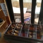 野口製麺所 - おでんはセルフで申告制。(串·巾着は120円、その他80円)