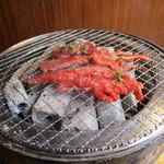焼肉OGAWA - 焼いている焼肉
