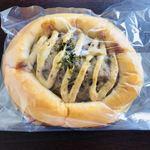 ベーカリーことり - ハンバーグのパン160円