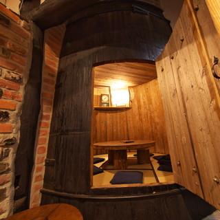 木々がそよぐ温もり空間◇味噌樽やレンガの壁が印象的な個室も!