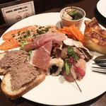91398136 - 前菜盛り合わせ(1,500円~) ・砂ずりのパテ ・サーモンのマリネ ・エスカルゴときのこのオーブン焼き ・ハモとヒラマサのマリネ ・キッシュロレーヌ ・生ハム