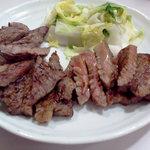 牛舌の店 多津よし - 料理写真:左から牛たん赤身、牛たんさがり、特上牛たん