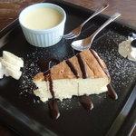 9140743 - ベイクドチーズケーキ、バニラアイス添え