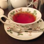 仏蘭西屋 - カップはウェッジウッドのワイルドストロベリー