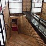 仏蘭西屋 - 階段を下りるとお店です