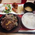 ビーフ キッチンスタンド - サービスステーキ&ブラックアンガス牛焼肉¥980-