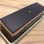 91409200 - 同店のスペシャリテ、オペラ。良質な口当たりのチョコレートの美味しさが存分に活きています。