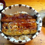 うなぎ割烹 登川 - うな丼。味噌汁と漬物つき