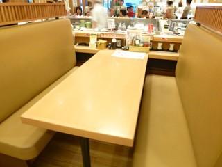 回転寿し トリトン 札幌豊平店 - テーブル席