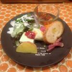 アメイロビストロアルル - 料理写真:+¥200でサラダを前菜に変更。