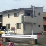 アメイロビストロアルル - その他写真:相愛保育園向い「岸本はり灸院」の手前に第二駐車場があります。