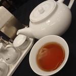 中国料理 景山 - サービスの烏龍茶
