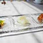 91416450 - 季節の前菜三種盛り合わせ:鴨のロースト 梅のソース、クラゲの頭、花豆とコリンキー